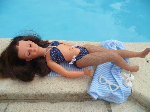 Il fait chaud! Cathie en Tenue Tahiti 1981