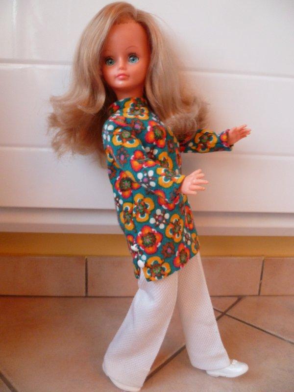 Cathie,en Tenue de Présentation 1971
