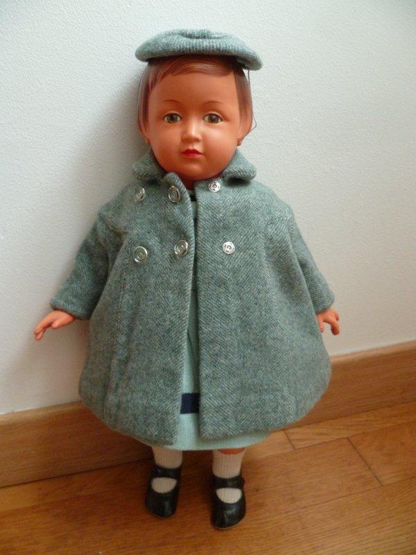 Sous le manteau de Françoise..