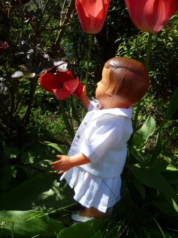 Françoise se promène au jardin