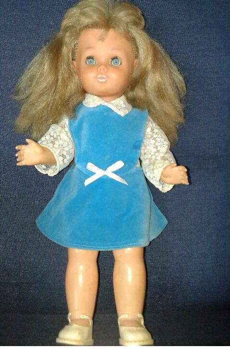 Qui peut m'aider à identifier cette poupée Bella?