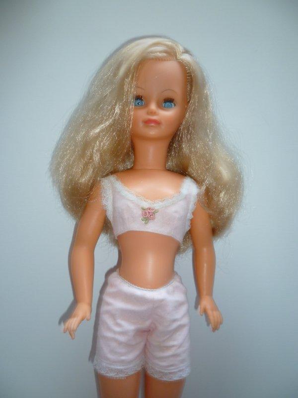 Puisque nous sommes dans la lingerie de Cathie:Candide 1970