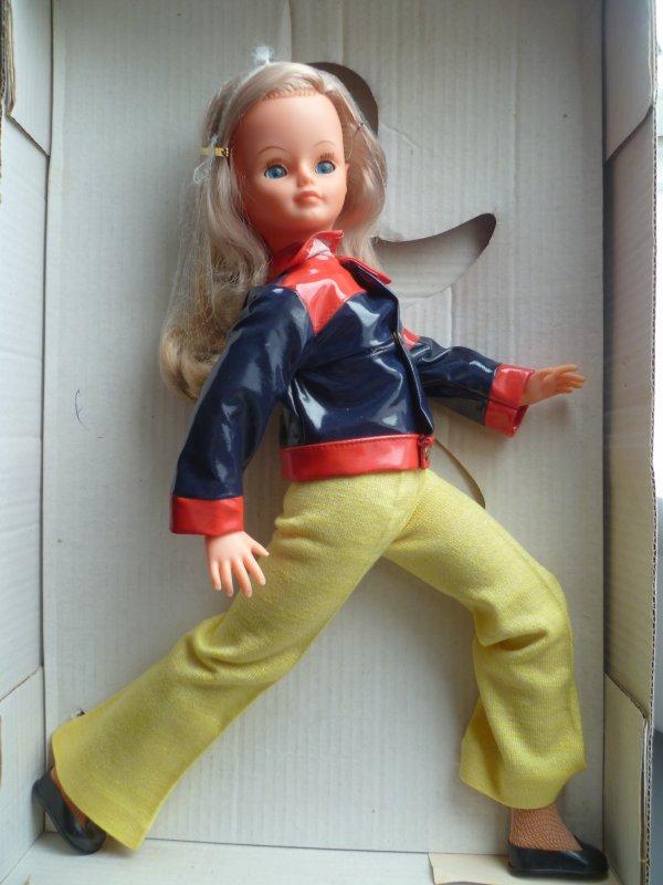 Cathie en Tenue de Présentation 1975
