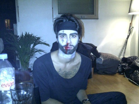 Simon se déguise pour Halloween !