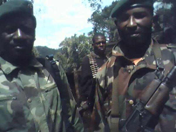 Afrique du Sud : Procès de l'UNR : Un temoin exhibe des photos d'Étienne Kabila entouré des rebelles au Kivu.