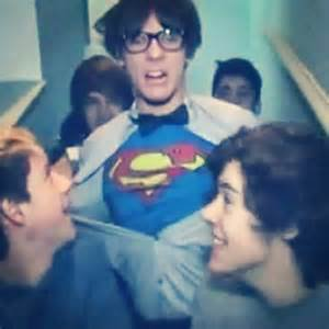 "Chapitre 115: ""Superman is here!""- Louis Tomlinson"