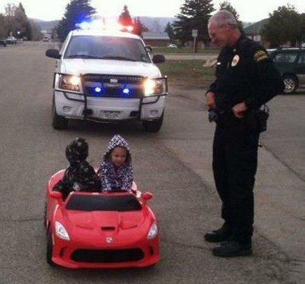 Let the traffic policemen also helpless little friend.