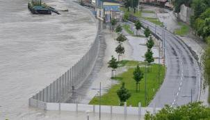"Austrian town with a ""block Hung board"" flood"