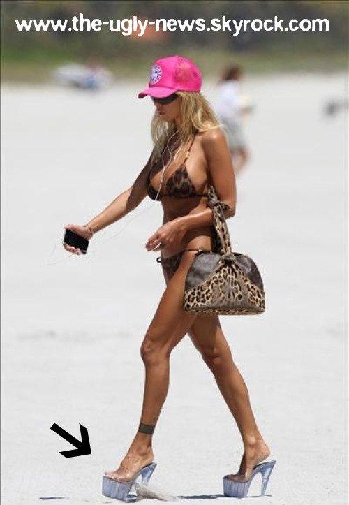 Shauna évite le sable chaud... c'étais trop chaud pour tes pieds? C'est un Flop ou un Top?