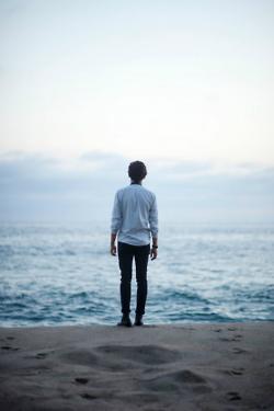 """""""Je regardais la mer pour me rappeler la couleur de tes beaux yeux. J'avais tellement peur d'oublier, de t'oublier toi."""""""