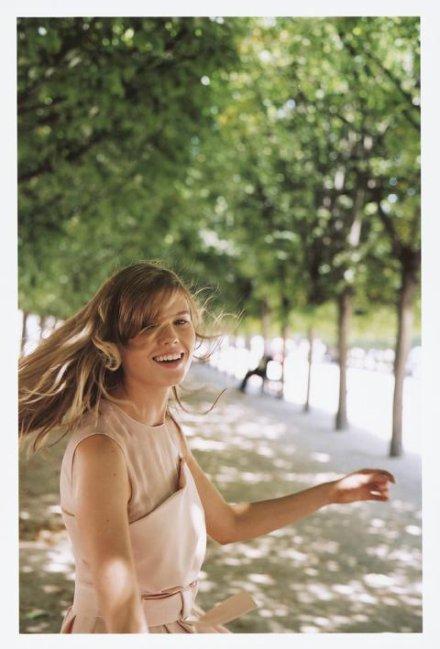 On devrait bien enseigner aux enfants l'art d'être heureux. Non pas l'art d'être heureux quand le malheur vous tombe sur la tête ; je laisse cela aux stoïciens ; mais l'art d'être heureux quand les circonstances sont passables et que toute l'amertume de la vie se réduit à de petits ennuis et à de petits malaises.