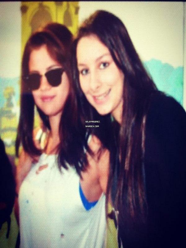 2 septembre - Première photo de Selena à Paris , arriver aujourd'hui.