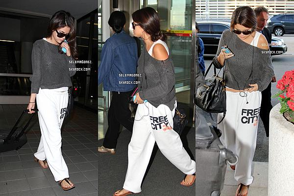 10 septembre Selena arrivant à Los Angeles. Je dirais un TOP et vous ?