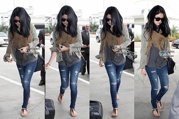 13 septembre Selena à l'aréoport Je lui donnerai un TOP et vous ?