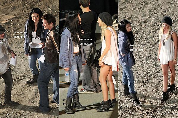 14 septembre Selena sur le tournage de The Getaway à Atlanta avec Ashley Tisdale Je lui donnerai un BOF et toi ?