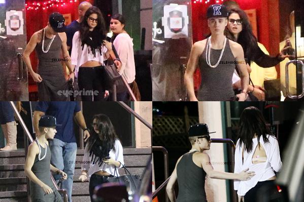 16/11/12 - Selena à été aperçue avec Justin Bieberdîner, ensemble nous avons pu voir Selena faire un doigt d'honneur à Justin chez elle, vous en pensez quoi ?