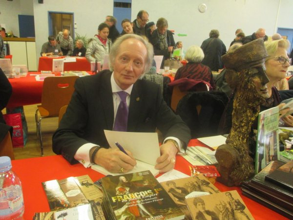L 39 crivain et historien jean louis von hauck en signature au salon du livre de saint nicolas de - Salon du livre de saint louis ...