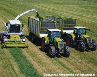 ensileuse clas et 2 tracteur claas avec remorques claas