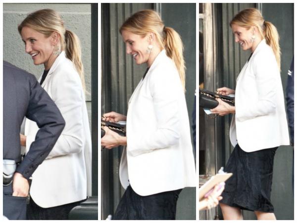 20/10/2014 ~ Cameron était invité au diner de Hilary Clinton qui a eu lieu à Brenwood en Californie. Elle a été vue portant une bague à son annulaire, ce serait-elle engager avec son compagnon Benji Madden? Affaire à suivre !