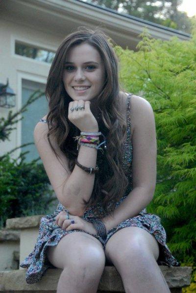 Malgré son acident Caitlin reste toujours aussi Magnifique♥