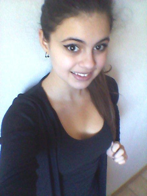 Le sourire c'est le moyen de répendre du bonheur en silence.