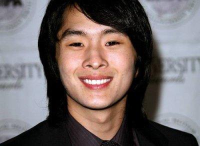 Justin Chon allias Eric lycéen dans le même Lycée que Bella