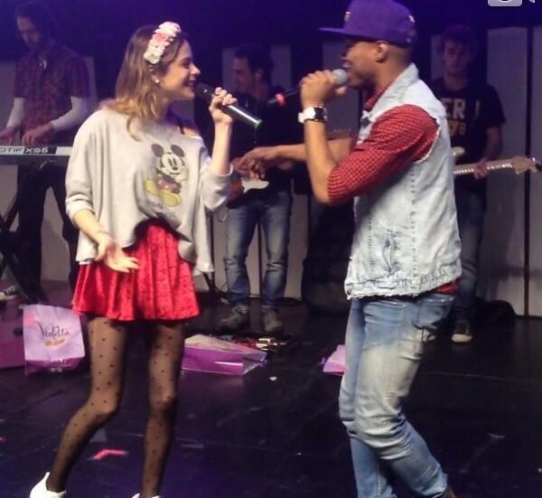 Tini Stoessel y Samuel Nascimento - ViolettaEnVivo