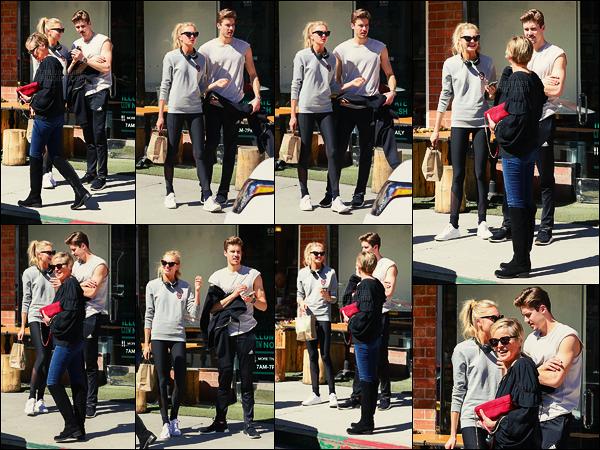 06/03/18 - Romee Strijd a fait un arrêt par  California Pizza avec Laureens, situé dans Beverly Hills, -CA.Le couple a croisé l'actrice Sharon Stone à la sortie et a pris le temps de parler 2/3 minutes ensemble. Tenue sportive portée, un bof, peut mieux faire