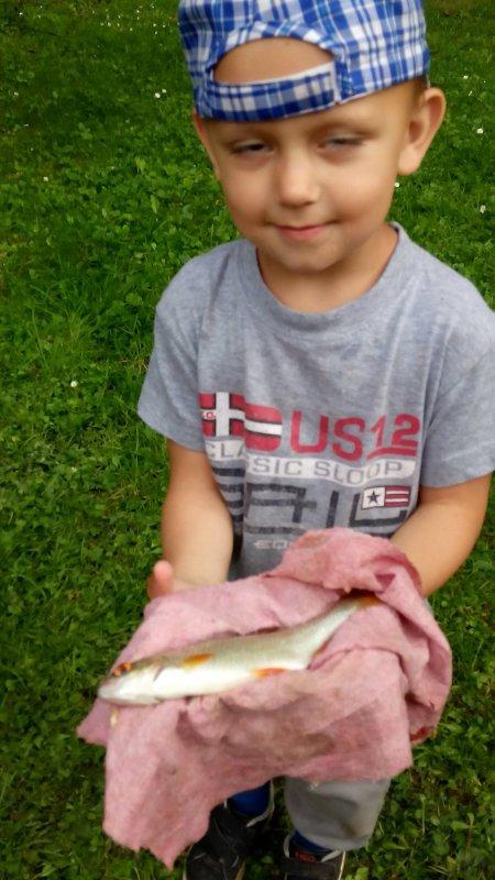Ethan aussi lui il pêche sais un grand bonhomme ;-)