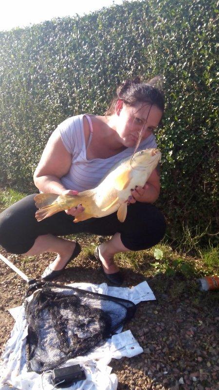 Ma femme adore la pêche la preuve elle remercie cette belle miroir  par un bisous ;-)