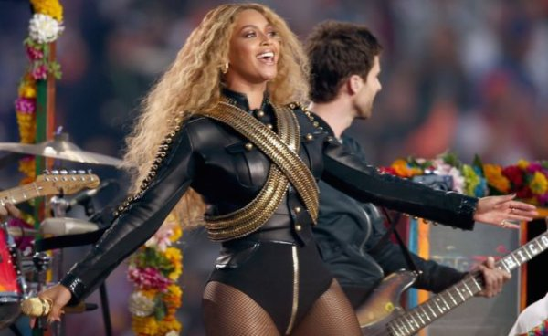 Photo de Beyoncé au superbowl