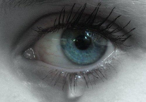 Les larmes sont des mots qu'on ne peut pas dire.