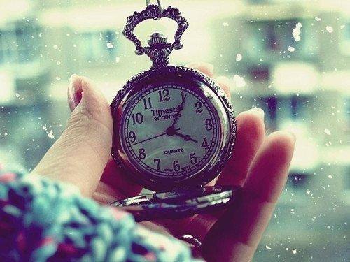 """""""Oublie le passé, participe à ton présent pour que ton futur soit plus que parfait"""""""