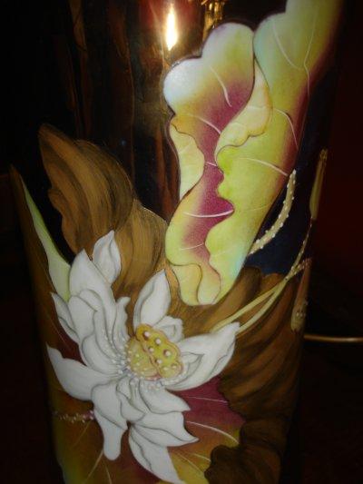 lampe aux lotus fond lustre cuivre