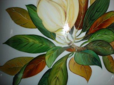 vase magnolia et tulipe . effet or sur I relief . inspiration livre de T Levescot