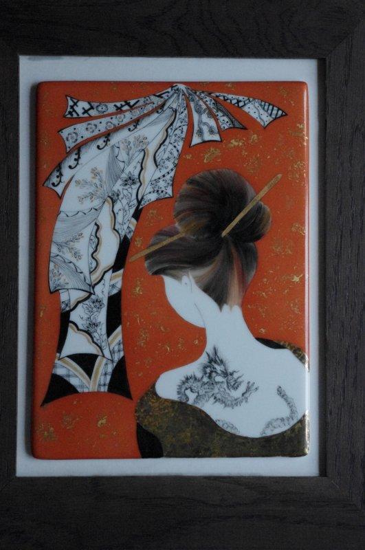 Chinoise sur plaque de porcelaine. 12 heures environ et finitions à la feuille d'or