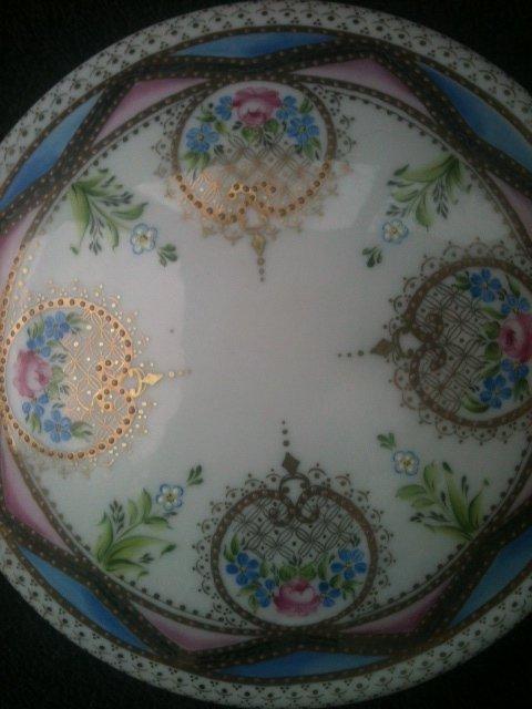bonbonnière selon méthode classique. dentelle or mat