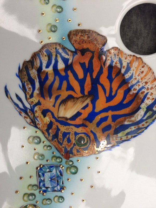 Voici deux peintures qui ont reçu le 1er prix en 2016 et 2017 des concours régionaux  de l'Armée , le poisson a reçu en deuxième instance une mention du jury national ... du jamais vu dans notre Région , c'est une création d'après un modèle de Faust/Harun . Bravo à Solange qui a remporté le prix au titre de l'année 2017 , l'année dernière ce fut Amélie qui remporta également le premier prix régional avec son si joli vase aux pensées couvert d'or mat .