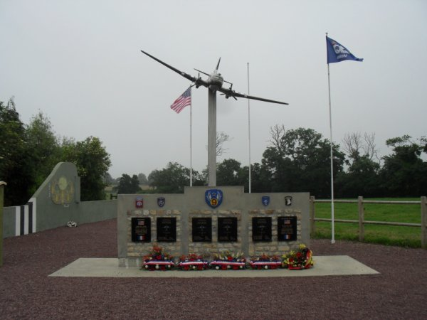Picauville  Monument 9 US AIR FORCE
