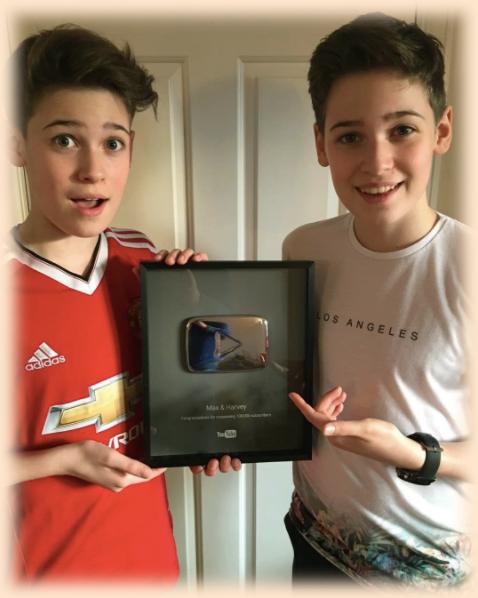 """le """"Bouton d'Argent"""" Youtube pour Max & Harvey 8-p"""