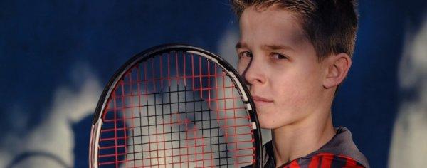 César 12 ans as du tennis et surdoué en tout 8-p