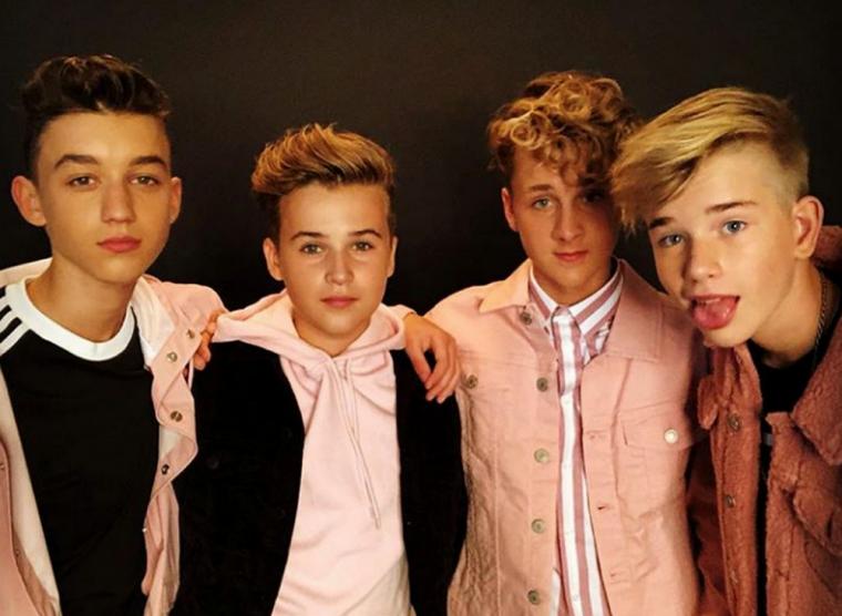 Max (15 ans), Jannes (15 ans), Niels (13ans) et Ian (14 ans)    :)
