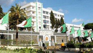 الجزائر: حكايات صيف ساخن و«ثرثرة» فوق هضبة المرادية!