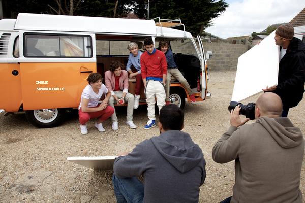 .♦ 12 Octobre 2011 : Les garçons étaient à la cérémonie de lancement de leur portables à Londres. .