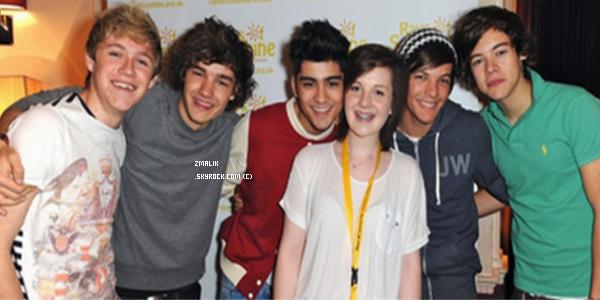 .♦ Découvrez le single tant attendue des One Direction : Gotta Be You. Que dire ? Les mots me manquent .. La chanson est tellement extraordinaire, c'est un style complètement diffèrent et franchement : j'adhère. ♥ Eh puis on entend beaucoup Niall, c'est S U P E R ♥. Et toi tu aimes ? + Voici la pochette du single '' Gotta Be You '' : ici. J'aime bien la photo mais sans plus. Et toi ?  .