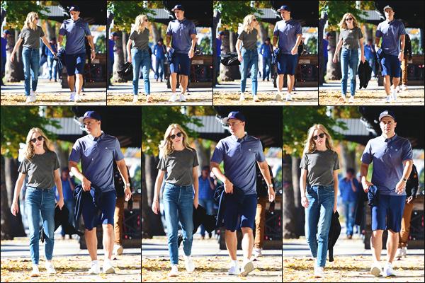 """"""" • 15/12/18 — Candice Accola a été photographiée alors qu'elle se promenait dans les rues de la ville de Los Angeles, en CA ! """""""
