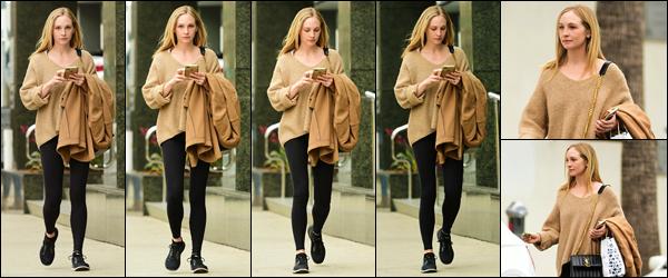 """"""" • 12/02/19 — Candice Accola a été photographiée alors qu'elle se rendait au « Joan's On Third » situé dans Los Angeles CA. """""""