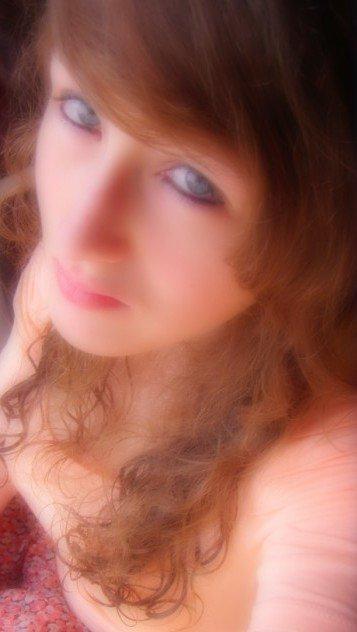 C'est parfois dans un regard ou dans un sourire que sont cachés les mots que l'on a jamais su dire...♥
