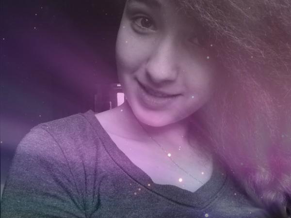 Le bonheur, c'est d'être heureux; ce n'est pas de faire croire aux autres qu'on l'est.