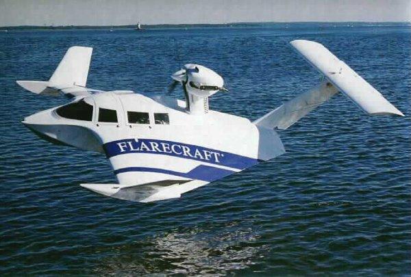 avion sur l'eau